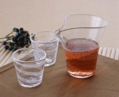 温もりを感じる手作りガラスの酒器